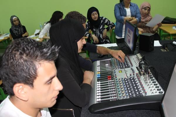 Des étudiants des métiers de la radio