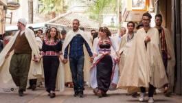 Hashtag #Azariw : des défilés en tenues traditionnelles à Alger et Bejaia