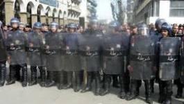 La police arrête et embarque les greffiers à Alger