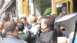 Rassemblement devant Air Algérie à Paris : les raisons de la colère