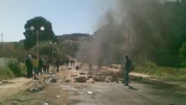 Les citoyens ferment des bureaux de vote à Bouira