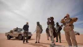 Des hommes du MNLA remettent leurs armes aux forces mauritaniennes