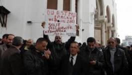 Les travailleurs d'Algérie poste toujours en grève