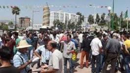 A Tizi Ouzou, des centaines de personnes déjeunent en public