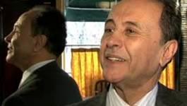 Des chefs d'entreprise adoubent à la hussarde Bouteflika
