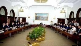 Bouteflika souligne ses priorités au Conseil des ministres