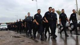 Des centaines de policiers manifestent devant le palais du gouvernement