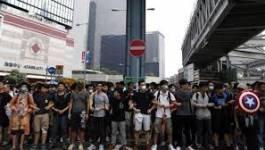 Echauffourées autour des barricades à Hong Kong