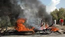 Tigzirt/Mizrana : le chemin de wilaya bloqué par des citoyens en colère