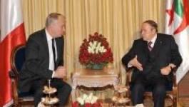 Le président Bouteflika reçoit Jean-Marc Ayrault, Premier ministre français