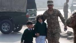 130 morts dans l'attaque des talibans contre une école à Peshawar