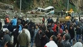 6 morts et 14 blessés près du tunnel d'Aokas (actualisé)