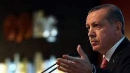 Turquie: 17 policiers en détention dans une affaire d'écoutes