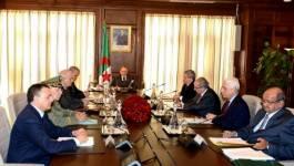 Un Conseil restreint sur la situation dans la région présidé par Bouteflika