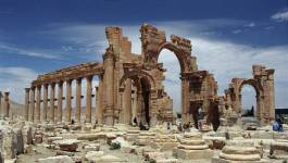 Syrie: le groupe Etat islamique dynamite l'Arc de triomphe de Palmyre