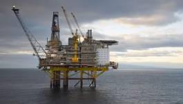 Le pétrole finit en petite baisse à New York après les stocks américains
