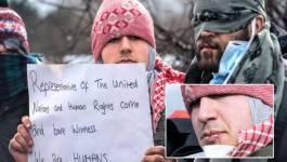 """""""Jungle"""" de Calais (France) : des réfugiés iraniens manifestent bouche cousue"""