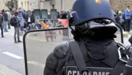 Le président François Hollande menace d'interdire les manifestations