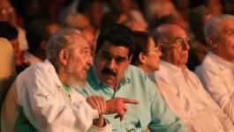 Fidel Castro se montre en tenue algérienne pour ses 90 ans
