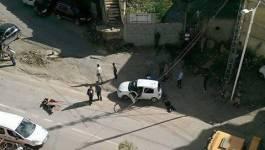 """Un automobiliste agressé à coups de sabres par des """"parkingueurs"""" à Ouled Fayet (Alger)"""