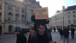 Des manifestants dénoncent la corruption des élus en France et le scandale Fillon