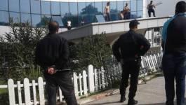 Urgent. Des citoyens protestent sur une terrasse de la wilaya de Bouira