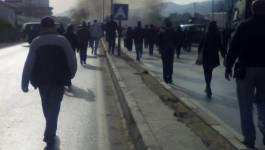 La RN 12 bloquée par des manifestants à Oued Ghir (Béjaia)