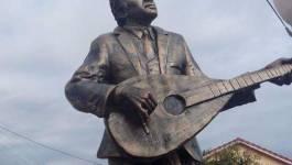 A peine érigée, la statue de Matoub Lounes à Souk El Tenine (Béjaia) est à refaire