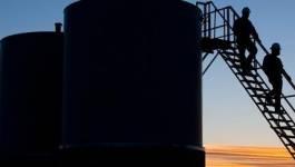 Le cours du pétrole finit sur une pente raide