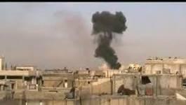 """Les forces du régime syrien """"nettoient Homs au canon"""