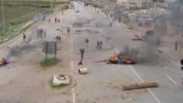 M'Chedallah (Bouira) : Les habitants de Tamelaht  ferment l'autoroute est-ouest