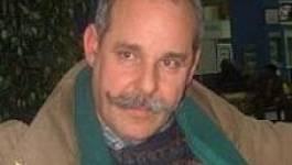 Le journaliste Arezki Aït Larbi privé de passeport