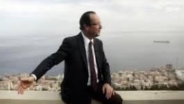 François Hollande : une rose à la mémoire des victimes du massacre du 17 octobre