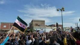 Les observateurs arabes accueillis par 30 000 manifestants à Homs