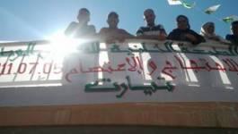 """Des """"indignés"""" se rassemblent à Tiaret contre """"l'autoritarisme et la corruption"""""""