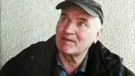 Le boucher Ratko Mladic dans l'avion pour le TPIY