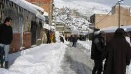 Les autorités dépassées par la neige : routes coupées dans 13 wilayas