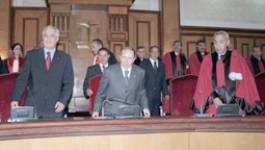 """Bouteflika """"découvre"""" sa justice corrompue et radie 14 juges"""