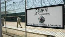 Un juge ordonne la libération de cinq Algériens de Guantanamo