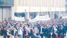 Les lycéens d'Algérie manifestent contre  des programmes surchargés et des effectifs pédagogiques allégés