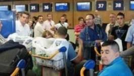 A Orly, les passagers d'Air Algérie laissent éclater leur colère