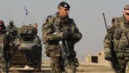 Soldats maliens et français à la recherche de deux Français kidnappés