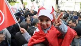 Des milliers de Tunisiens sur l'avenue Bourguiba pour fêter la révolution