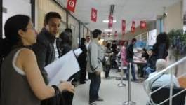 """Tunisiens à Paris : """"On fera la queue jusqu'à demain s'il le faut !"""""""