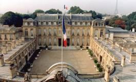 Timide coupe dans les privilèges des ex-présidents français réduits par décret