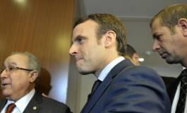 """D'Alger, Emmanuel Macron """"choque"""" la droite et fait """"honte"""" à la France """"raciste"""" !"""