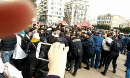 Les étudiants pharmaciens humiliés à Alger ! (Vidéo)