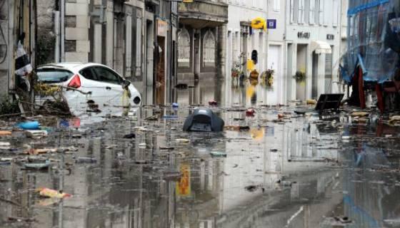 France : dix morts et six disparus dans des inondations sur la Côte d'Azur