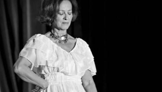 Houria Aïchi redonne la voix aux grandes voix algériennes