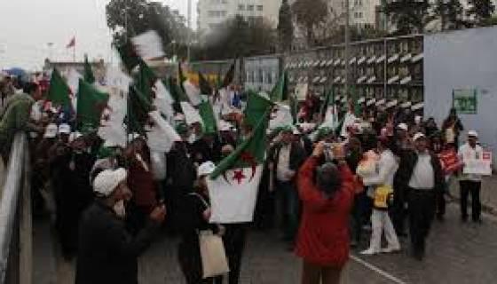 Des associations et syndicats algériens présents au FSM dénoncent le pouvoir